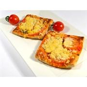 Пицца из слоеного теста с сервелатом* 100 г.